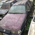AUTOMÓVEL VW SANTANA CL 1800L, PLACA AFQ-0796, COR AZUL, EM ESTADO DE SUCATA.